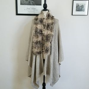 Faux Fur Collar Sweater Wrap ▪